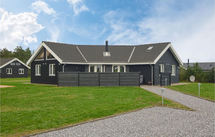 Holiday cottage with 4 bedrooms on 120m² in Skjern