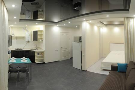 Уютная студия на проспекте вблизи Яхтклуба - Mykolaiv - Appartement