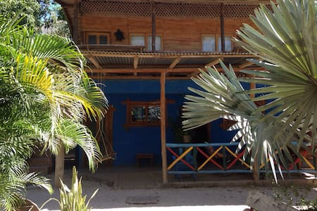 Piko Negro Cabina #3 - Sleeps Three - Playa Negra