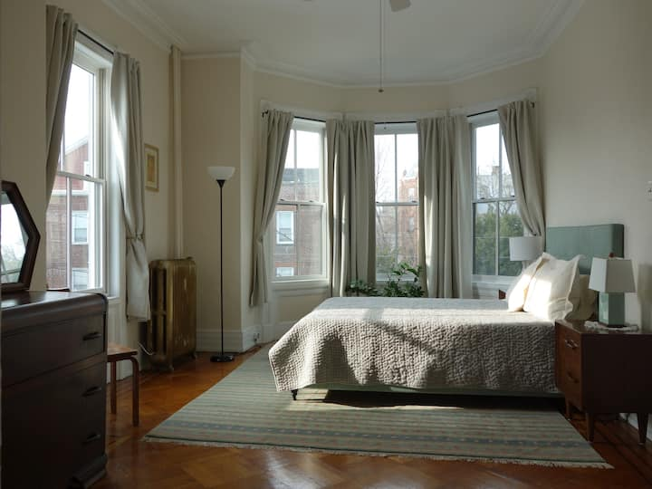 Charming Jersey City Apartment, NYC Skyline Views