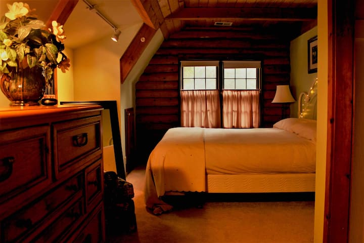 King Room in Our Cozy Log Cabin - read entire site