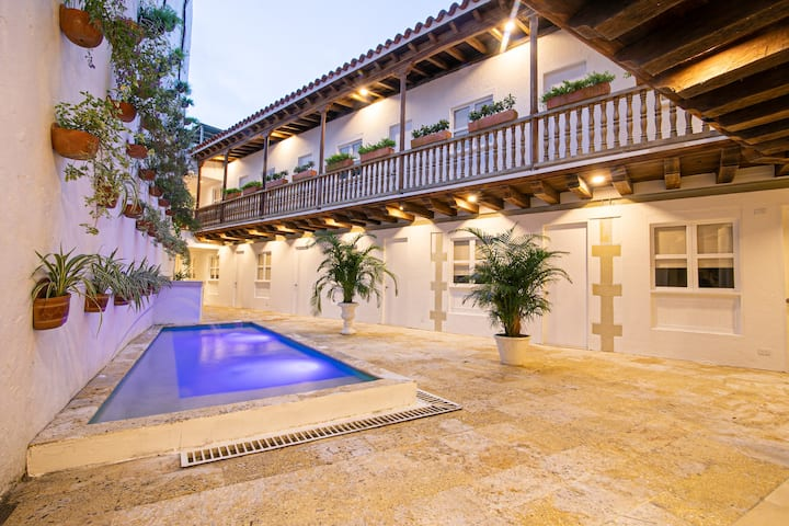 15 Bedroom Villa in the Old City