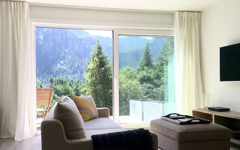MODERN NEW BUILD - MOUNTAIN VIEW PRIVATE SUITE