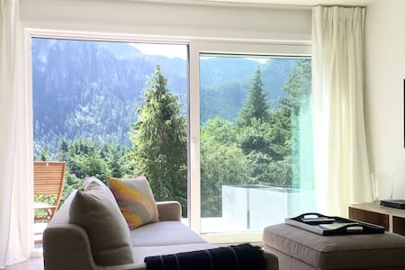 Modern New Build | Mountain-View Private Suite