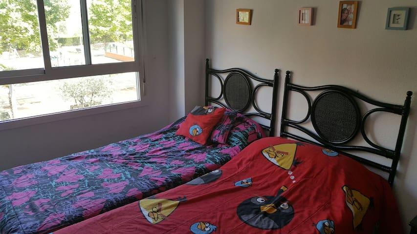Habitación 02 camas para 02 persona - Bormujos - Apartment