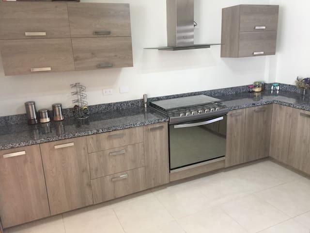 Secure&calm new house ALL services-petfriendly - Villas del Renacimiento - Casa