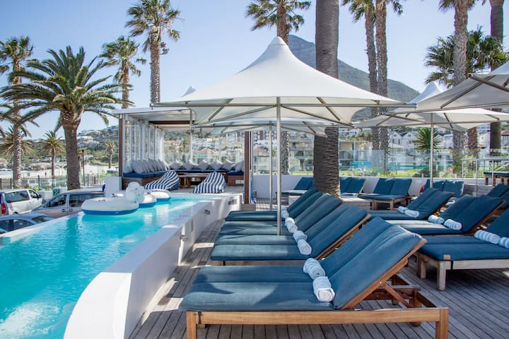 Sandy B beach club-no under 18s! Can be closed without prior notice due to private function on the day. This is not situated at the apartment