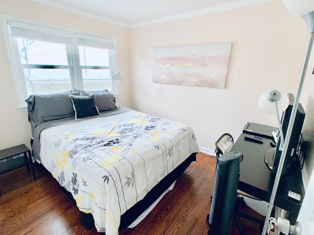 *Private Room 6H* Near NYC/EWR/Gardens Outlet Mall