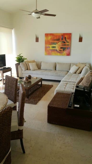 Living room with 180° bay view