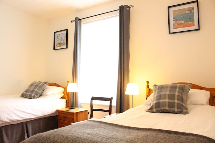 Cameo Guest House Twin Room 1, Blackpool