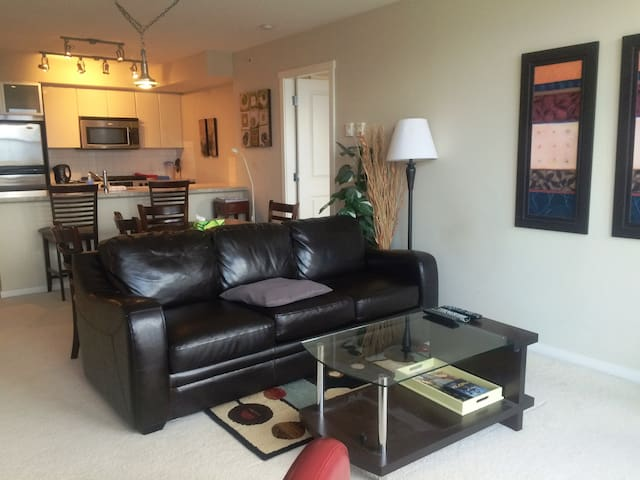 Luxuriously FURNISHED Executive 2Bd - Burnaby - Apartamento
