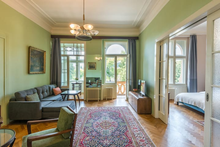 National Theatre 1BR Apartment w. Lesser Town View