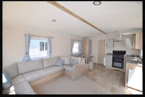 3 Bedrooms 8 Birth Holiday Home in Birchington