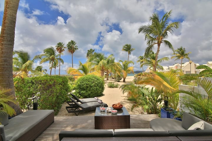 BAY BEACH Luxury 2 bedroom cottage right on the beach for up to 6 guests. - Marigot - Casa