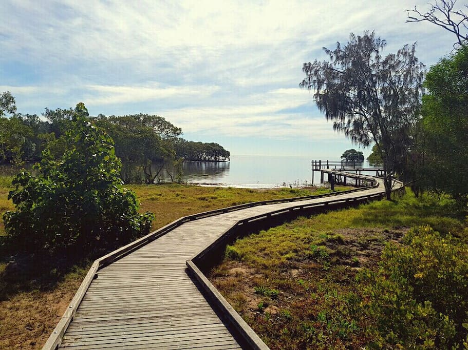 Nudgee Beach is a quiet bayside suburb close to the Airport and only 20km to the City.