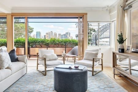 Luxe Kirribilli Pad - Harbour Bridge & City Views.