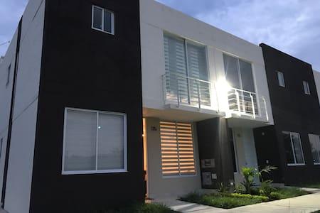 Casa en Ricaurte Girardot , Excelente Ubicación!!
