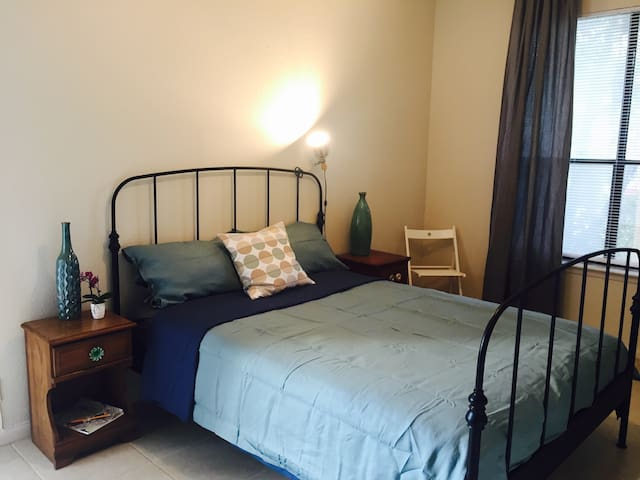 Spacious Room in South Austin with Private Yard!