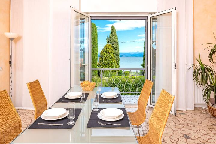 Villa Mattarana-große Luxuswohnung direkt am See