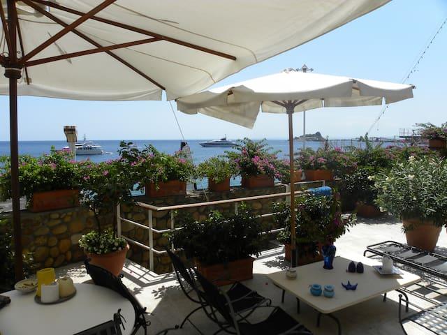 Casa vista Faraglioni con discesa a mare privata - Aci Castello - Casa