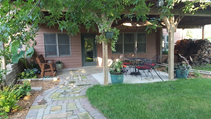 The Meadows Hideaway - Secluded, inviting 2 BR