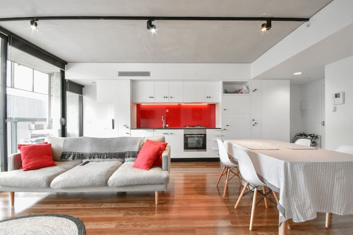Stylish Apartment in the Arts Precinct