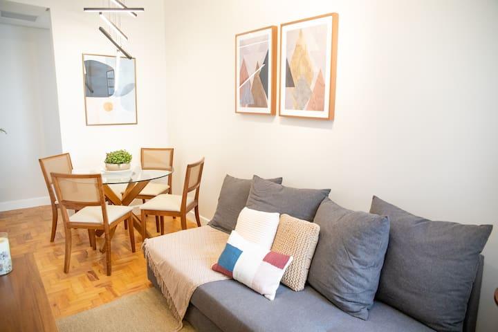 Apartamento renovado e charmoso no Paraíso