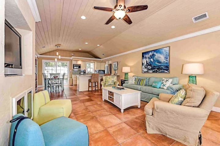Pair of beach cottages w/ shared heated pool access near the beach-dogs welcome