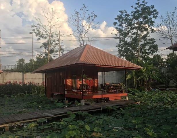 近市中心独栋山景小木屋/空调/独卫/美景与地道美食
