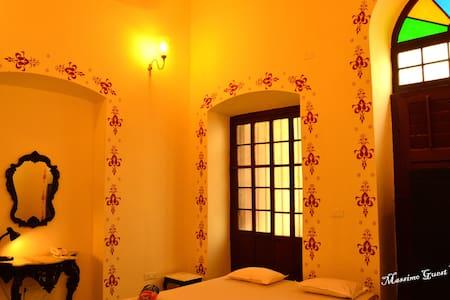 The Leonardo Da Vinci Room - Massimo Guest House - Kalkuta