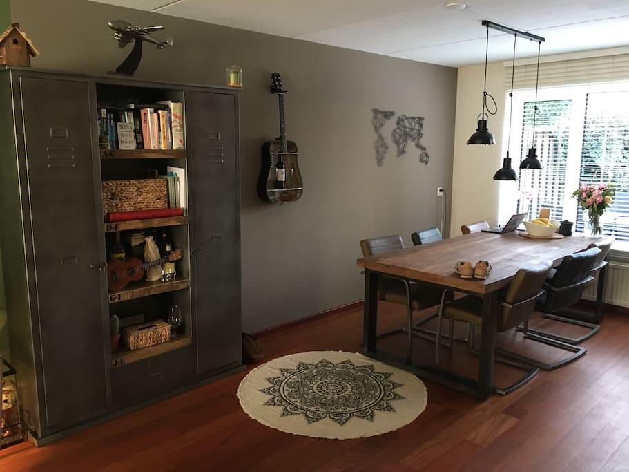 The downstairs livingroom / diningarea
