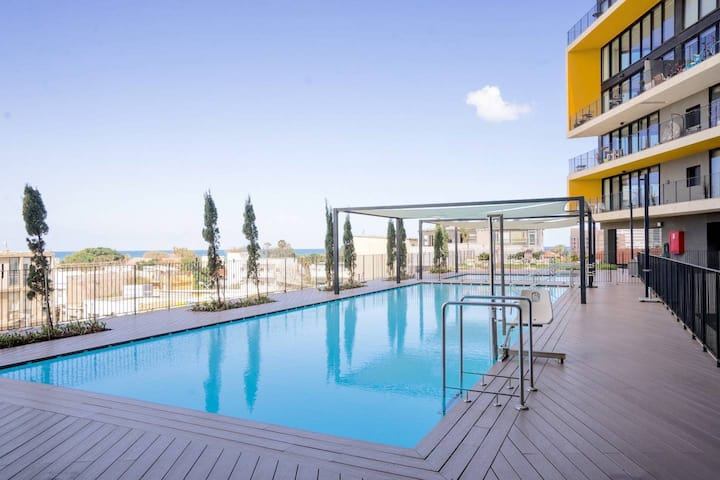 Luxury Beach Apartment with Pool & Gym By Airsuite