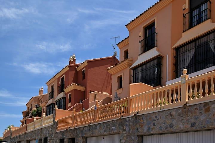 Wohnliches Ferienhaus in Alhaurín de la Torre mit Privatpool