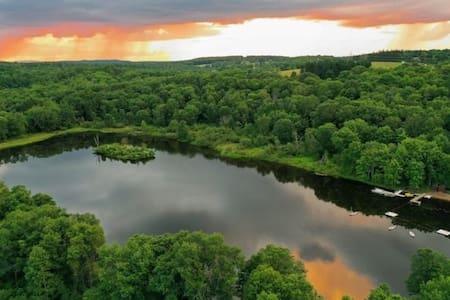 Rustic Pocono Getaway 10 Acre Lake & 100 Acre Land