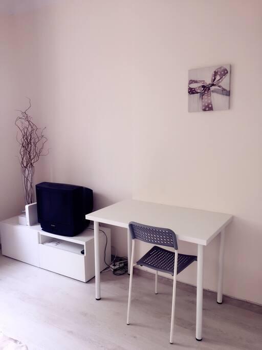 Desk, TV
