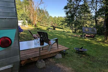 """""""Glamping"""" in Gorge Paradise"""