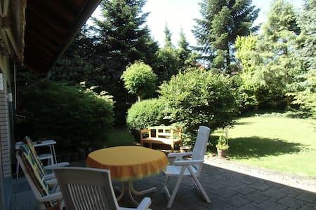 ruhige Wohnlage, Gartennutzung - Bad Oeynhausen