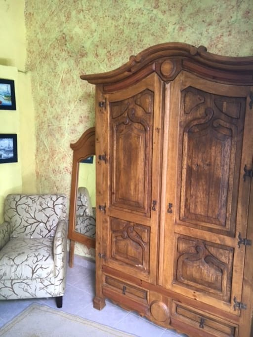 Queen size bed with nice wardrobe