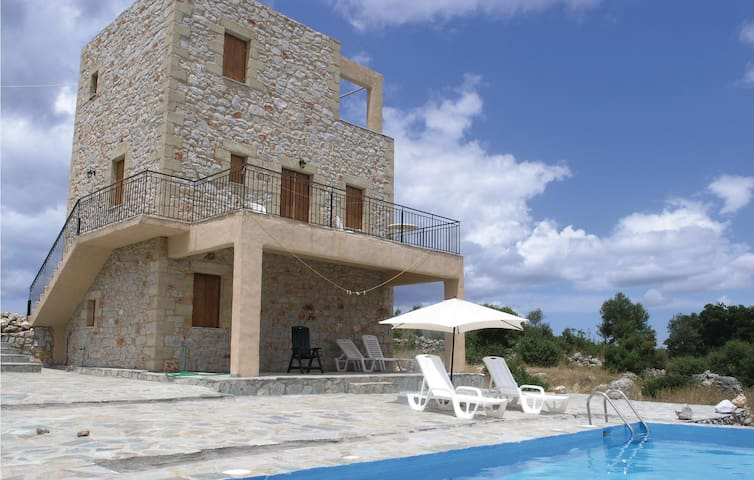 Nice home in Kalamate with Outdoor swimming pool and 3 Bedrooms