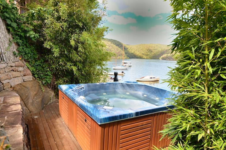 Cottage on the Point - River Getaway - Berowra - Casa