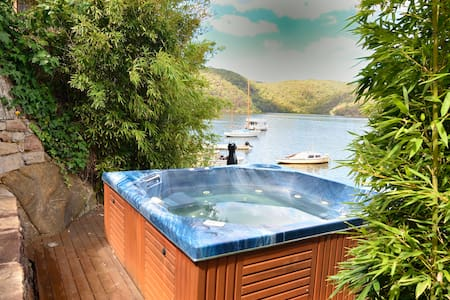 Cottage on the Point - River Getaway - Berowra - Hus