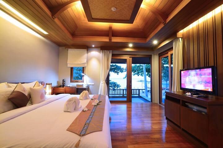 Koh Phangan Sunset Beach front Suite (129 sqm)