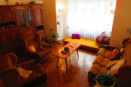 70's Living Room with many beds - Praga - Bed & Breakfast