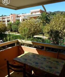 T2 35 m2 +balcon 8m2, à louer bord de mer - Cavalaire-sur-Mer - Apartment