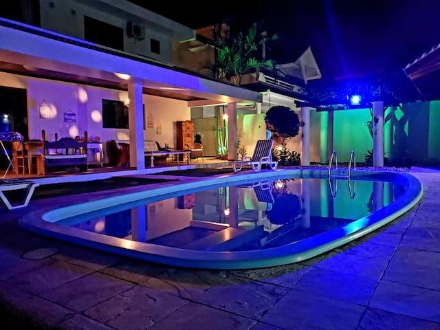 Casa linda com piscina perto do mar para 10 pessoa