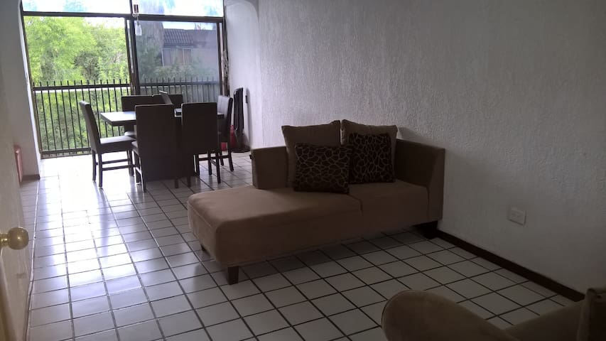 Cuarto privado céntrico/Bedroom close to downtwon. - Monterrey - Lägenhet