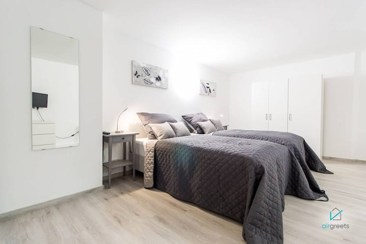 HOMEFY APARTMENT STAY COSY - TOP LOCATION -CITY