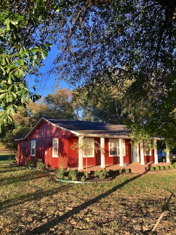 "The ""Little Red Cottage"" in Cave Springs - Cave Springs"