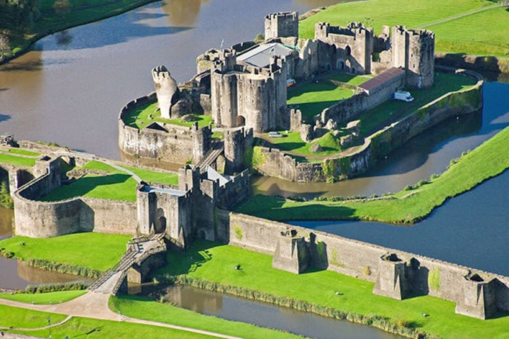 Caerphilly castle-impressive, beautiful banquet hall, suitable for weddings!