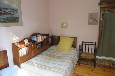 Chambre dans maison de village - Flaux - Willa